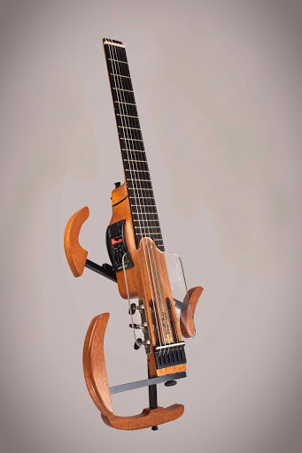 The classical version of the MOOV travel guitar fitted with the optional golpeador, available as an addon.